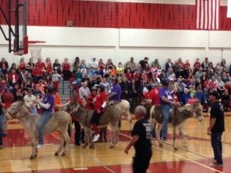 Donkey Basketball Photo - Rider shooting hoops