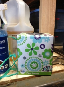 Fartmtastic Tip Photo - Tissue box for hay string
